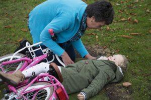 Erste Hilfe und richtiges Handeln bei Kopfstürzen und Kopfverletzungen