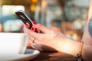 Umgang mit mobilen Geräten wie Smartphone und Tablett in Schwangerschaft sowie für Kinder und Kleinkinder